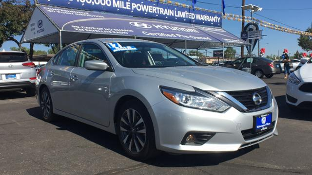 Pre-Owned 2017 Nissan Altima 2.5 SV Sedan