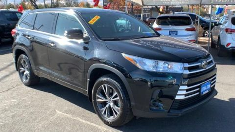 Pre-Owned 2018 Toyota Highlander LE V6 AWD